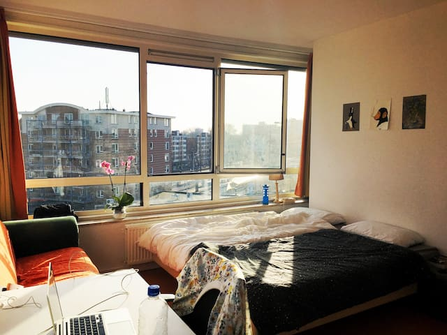 Bright room near city centre - Wageningen