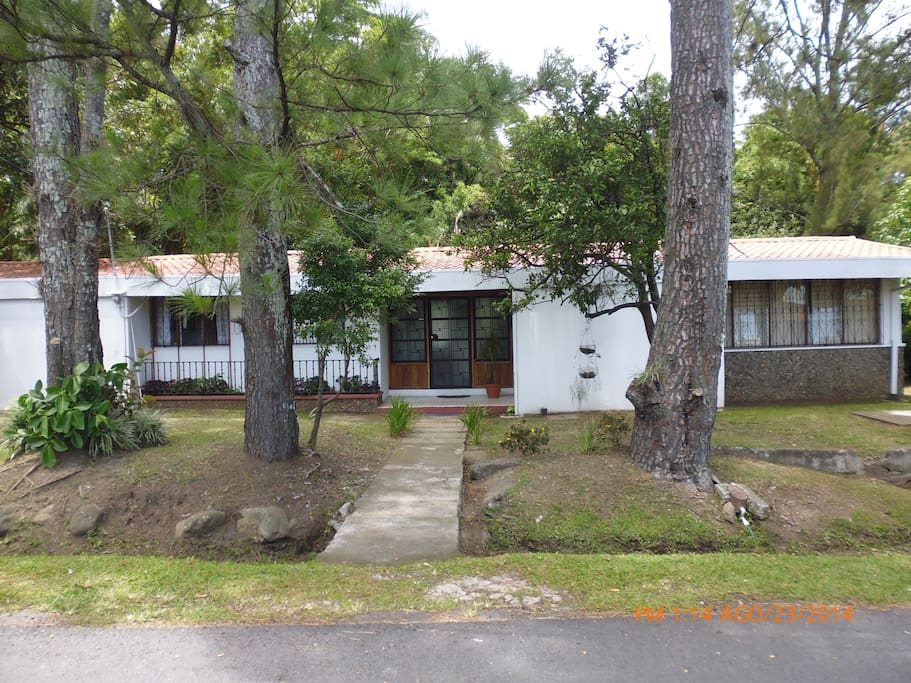 Comfortable costarican home for 5 case in affitto a for Case affitto costa rica
