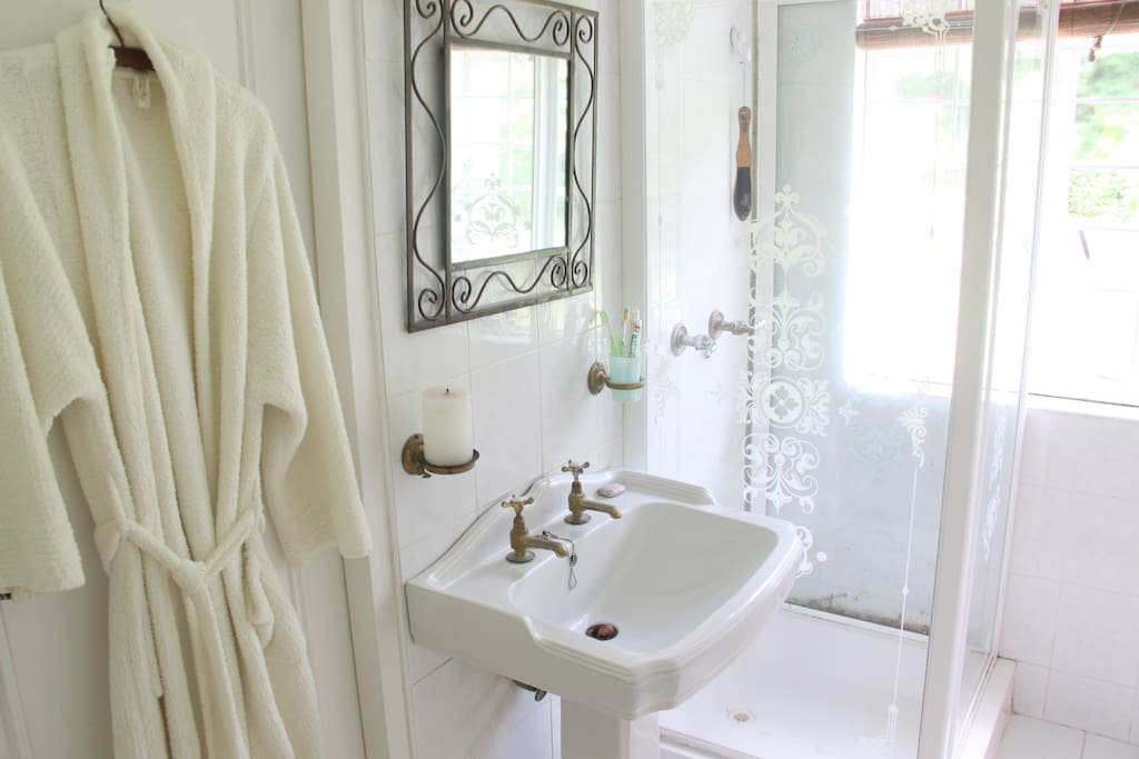 The Pearl Ensuite Private Bathroom