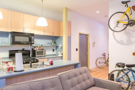 Sun-drenched 1BD in Upper East Side - New York