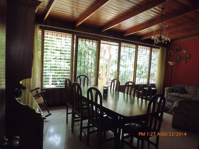 Comfortable costarican home for 5!