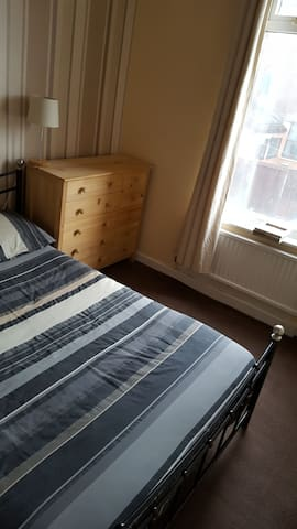 Cosy double bedroom; close to Manchester City Cen