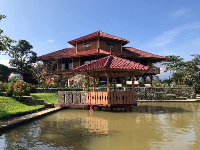 Villa Kayu Taman