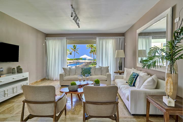 C 102 2BR luxury condo, pool and ocean view