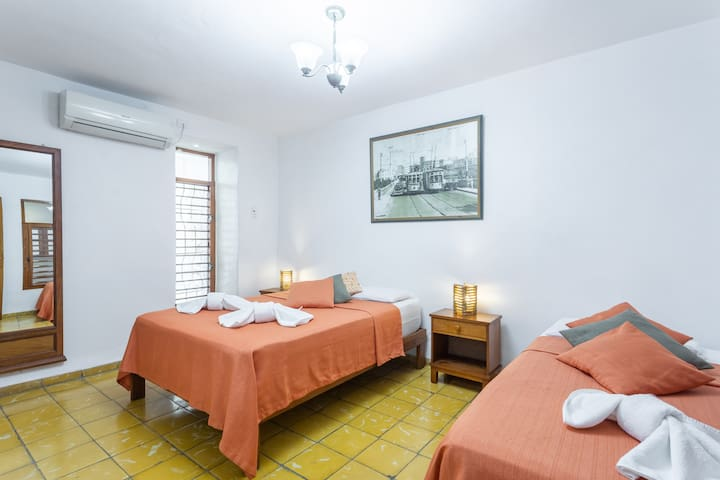Bedroom 1 (view 1) / Dormitorio 1