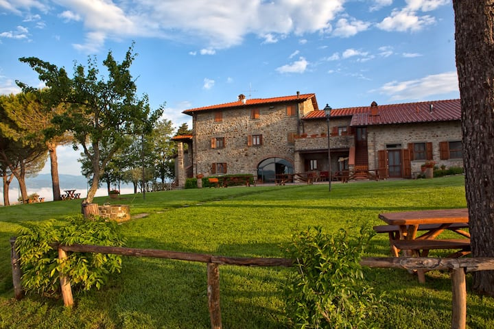 COLLE DELLE STELLINE - VILLA WITH POOL (44 PEOPLE)