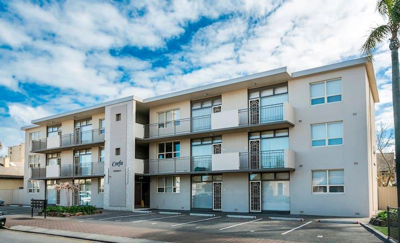 Glenelg Holiday Apartments-Corfu - Glenelg - Leilighet