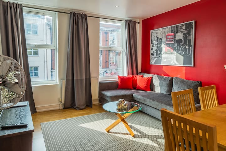 Cozy, 2 bed apartment in the city centre