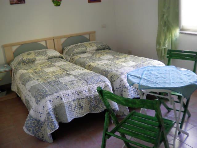 "B&B ""La finestra vista Corsica"" room Ziribriccolo - Santa Teresa Gallura - Bed & Breakfast"