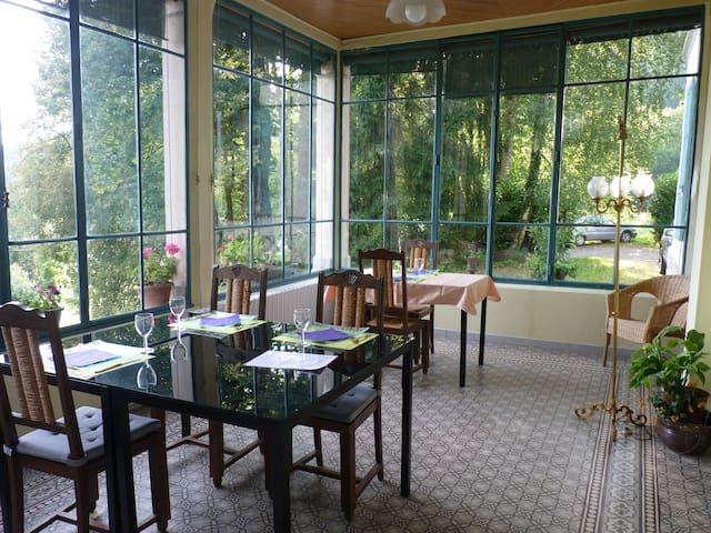Chambres dans Maison de Maître - Chambéry - Bed & Breakfast