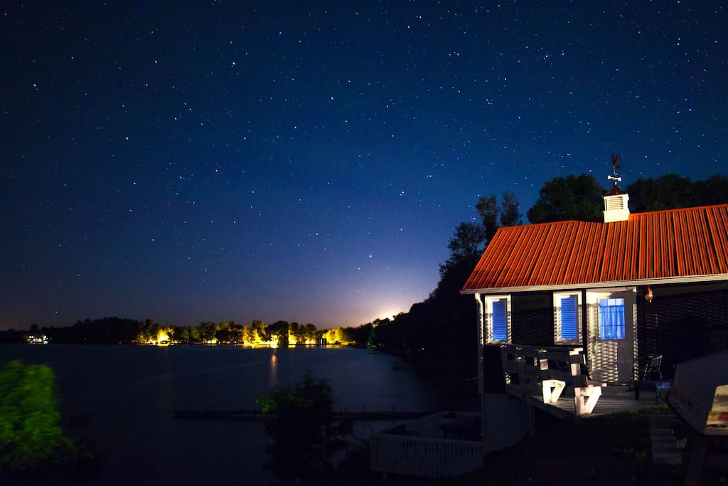 Away from the city lights, this cabin provides an amazing place to stargaze. Just wrap yourself in a blanket, sit back, and relax.