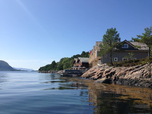 Peaceful seacabin, Ålesund-You wouldn't miss this!
