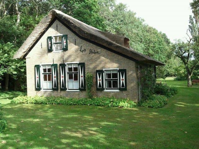 Sprookjeshuis in Gaasterland - Nijemirdum - Cabaña
