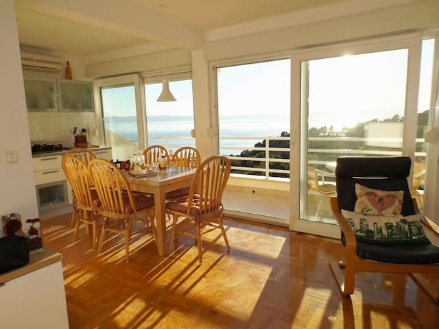 PANORAMIC VIEW-Cosy apartment/ Value for Money!