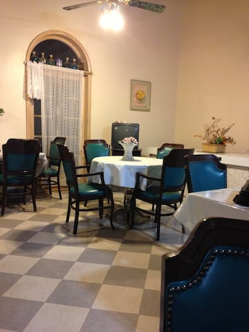 Charming Old World Rooms in Hotel  - Clovis - Bed & Breakfast