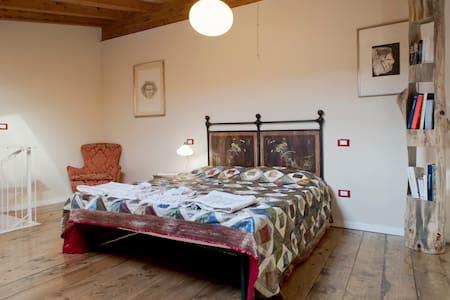 Stunning Suite delle Farfalle - Santa Luce - Bed & Breakfast