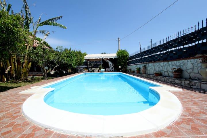hermosa Dependance con piscina