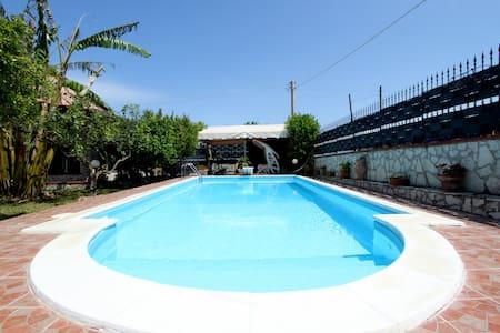beautiful dependance with swimming pool - Vila