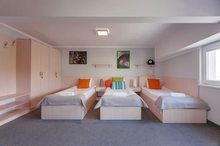 LH - Hostel Rakieta - pokój 3 os. nr 7