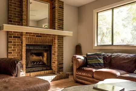 Cozy and Clean 2br Home - Gainesville