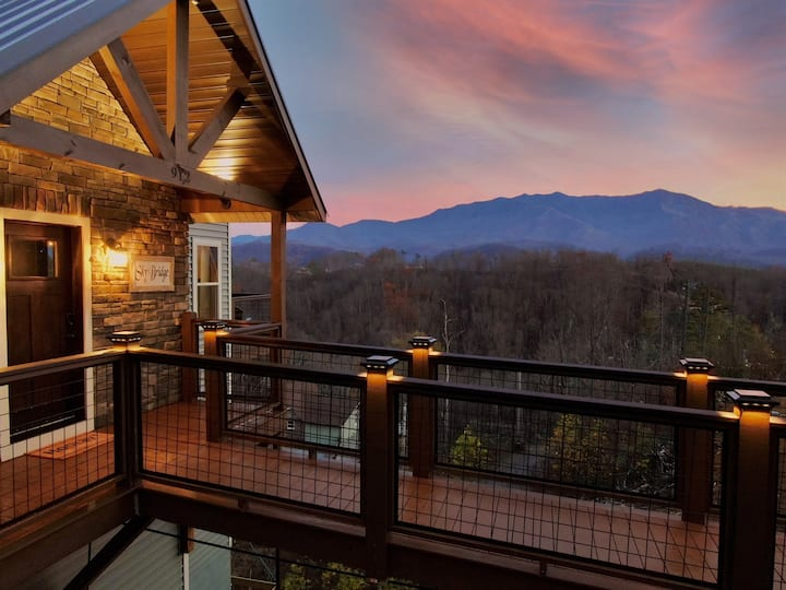 BRAND NEW Luxury Cabin! Views, 3 King Beds, Hot Tub, Less than 2 Miles to Pkwy!