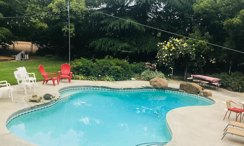 4 BR.   A Backyard Paradise in Chico