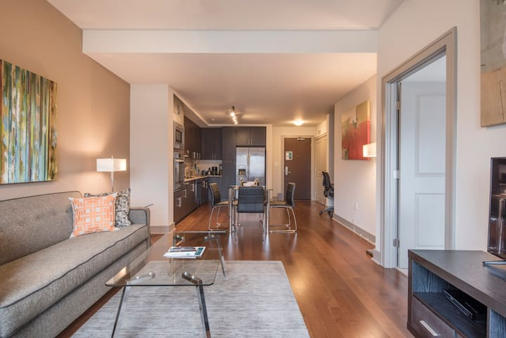 Luxurious 1BR Boston Harbor with Fitness Center!