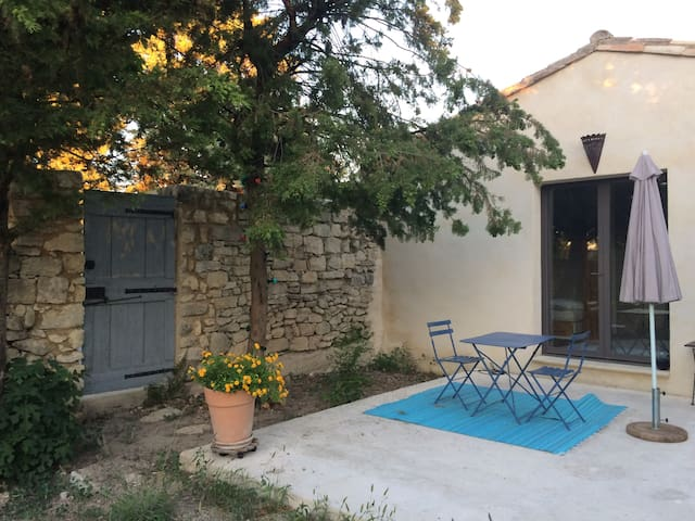 Studio completly renovated opening to a garden