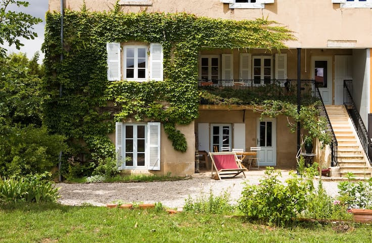 Apartment in 18th vineyard mansion - Blacé - Daire
