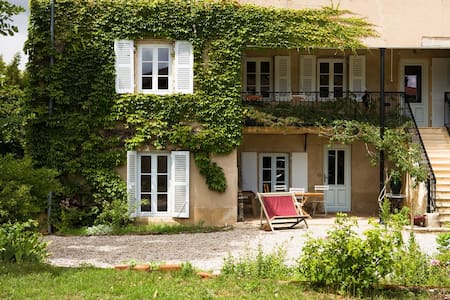 Apartment in 18th vineyard mansion - Blacé - アパート