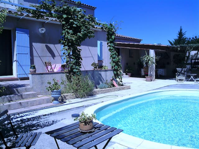 JOLIE VILLA AVEC PISCINE - Sainte-Tulle - Villa