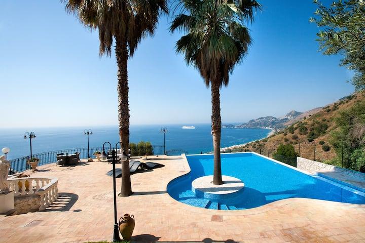Le Suites Sul Golfo Di Taormina