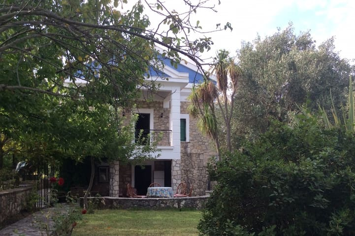 """Aspro"" Stone Mansion in the best area of Lefkada! - Asprogerakata"