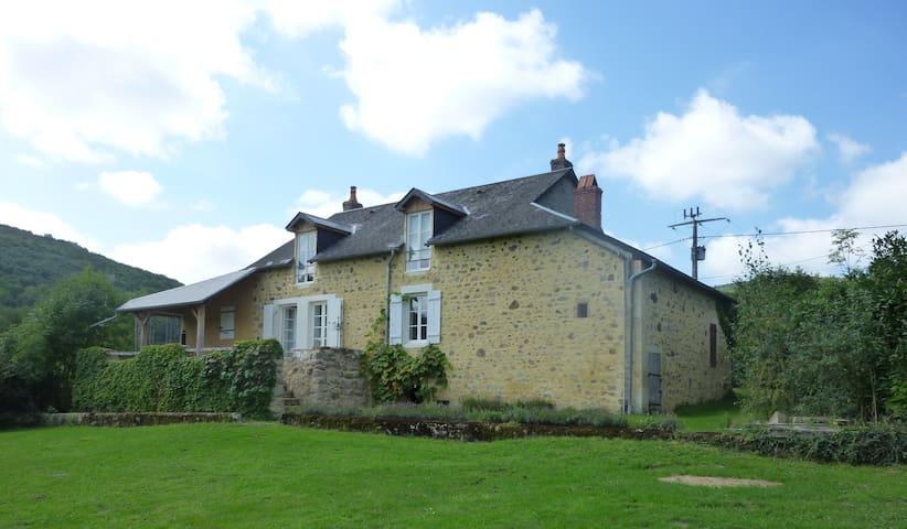 ' L'Oiseau qui chante'  **** - Villapourçon - Hus