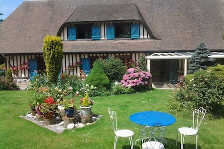 2 CH . DE CHARMES DANS CHAUMIERE - Theuville-aux-Maillots - Bed & Breakfast