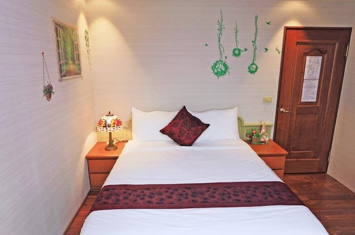 302 Tranquil View 2-Person Suite