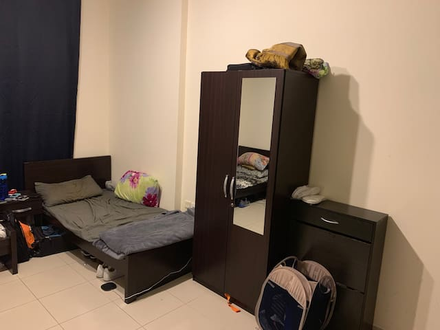 Shared Space in a luxury apartment 1 (Males Only)