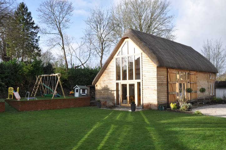 Stunning Barn Conversion in Village - Monxton - House