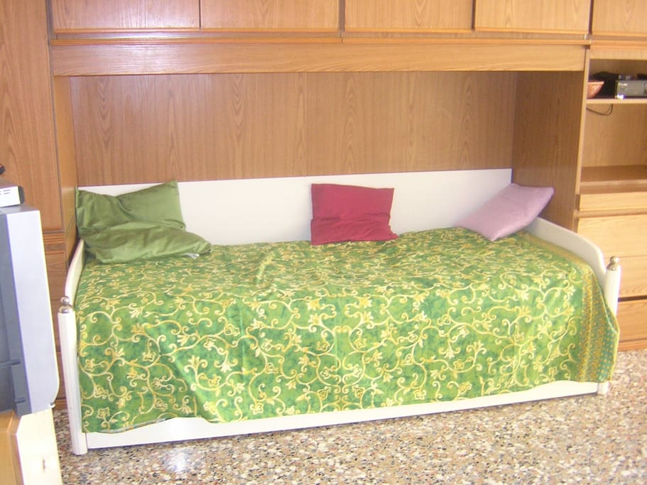 """Private Room With New Slatted & New Mattress (Bed Size: """"190x85X15cm"""")"""