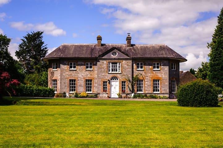 Assolas Country House