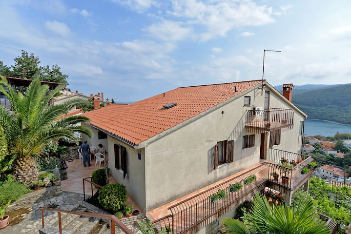 """""""653"""" 4 apartments for 10-16 guests - Rabac - Lejlighed"""