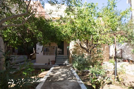 Lovely 60sqm house with garden!! - Petroupoli - Casa