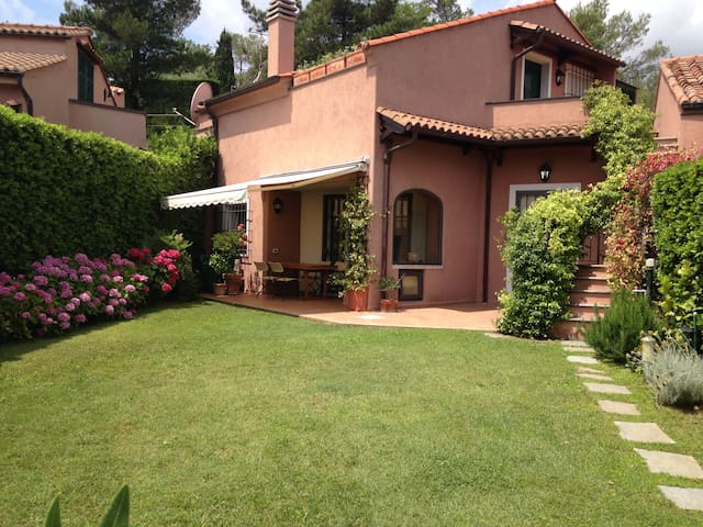 Three floor villa in the Golf Club - Garlenda - Hus
