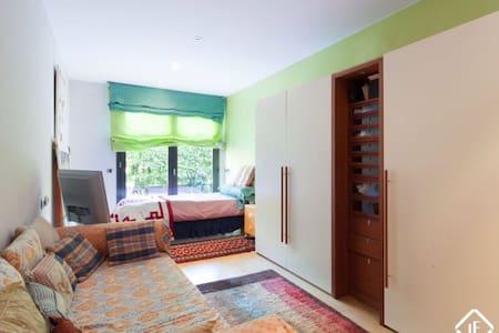 Habitación amplia para una persona