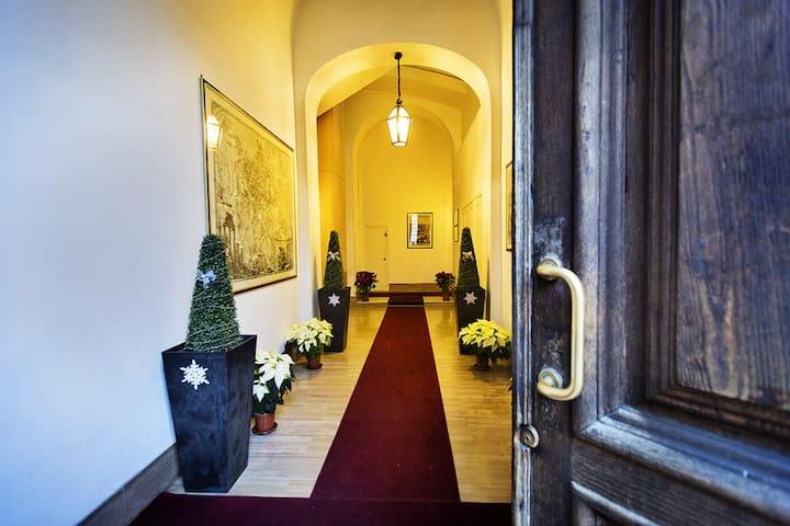 B&B Attic Room Palazzo Roma Centre