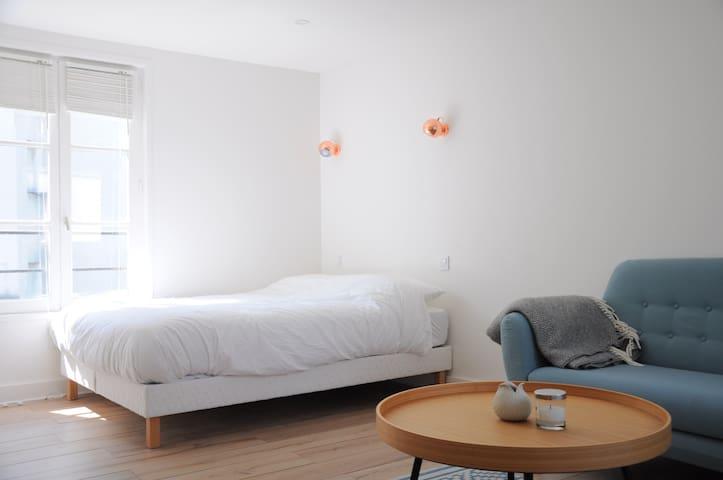 Charming flat near Canal St Martin - Parijs - Appartement