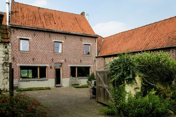Elegant Farmhouse in Michelbeke - Brakel with Terrace, Garden