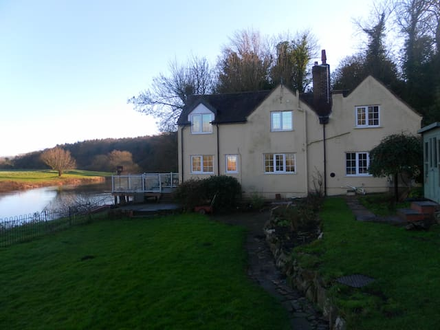RIVERSIDE COTTAGE -FISHING+MOORINGS - Hanley Castle - Huis