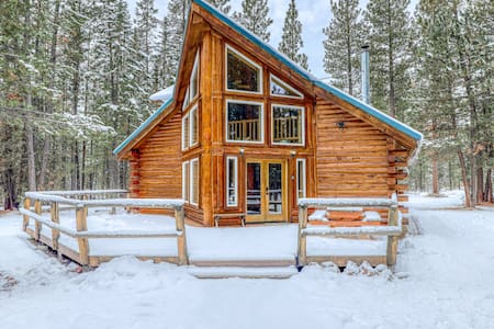 Warm and cozy log cabin in a secluded, peaceful forest setting!