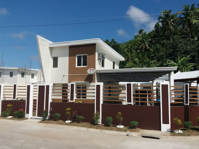 Brand new Laiya beach house for rent @Halydan's.
